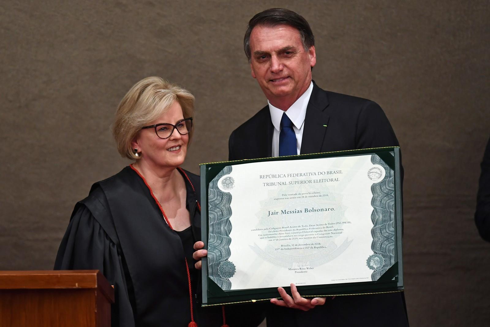 Bolsonaro é diplomado no TSE e diz que governará para todos