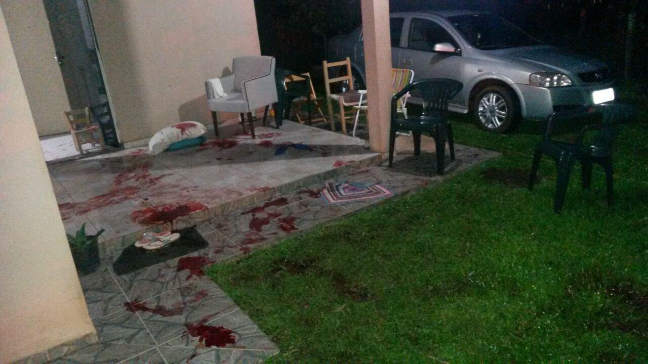Homem invade casa, mata uma pessoa e fere outras quatro em Pinhalzinho