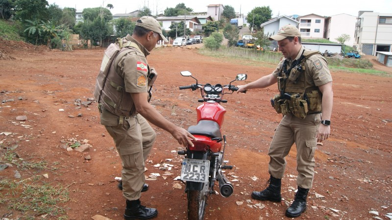 PM recupera motocicleta furtada em São Miguel do Oeste