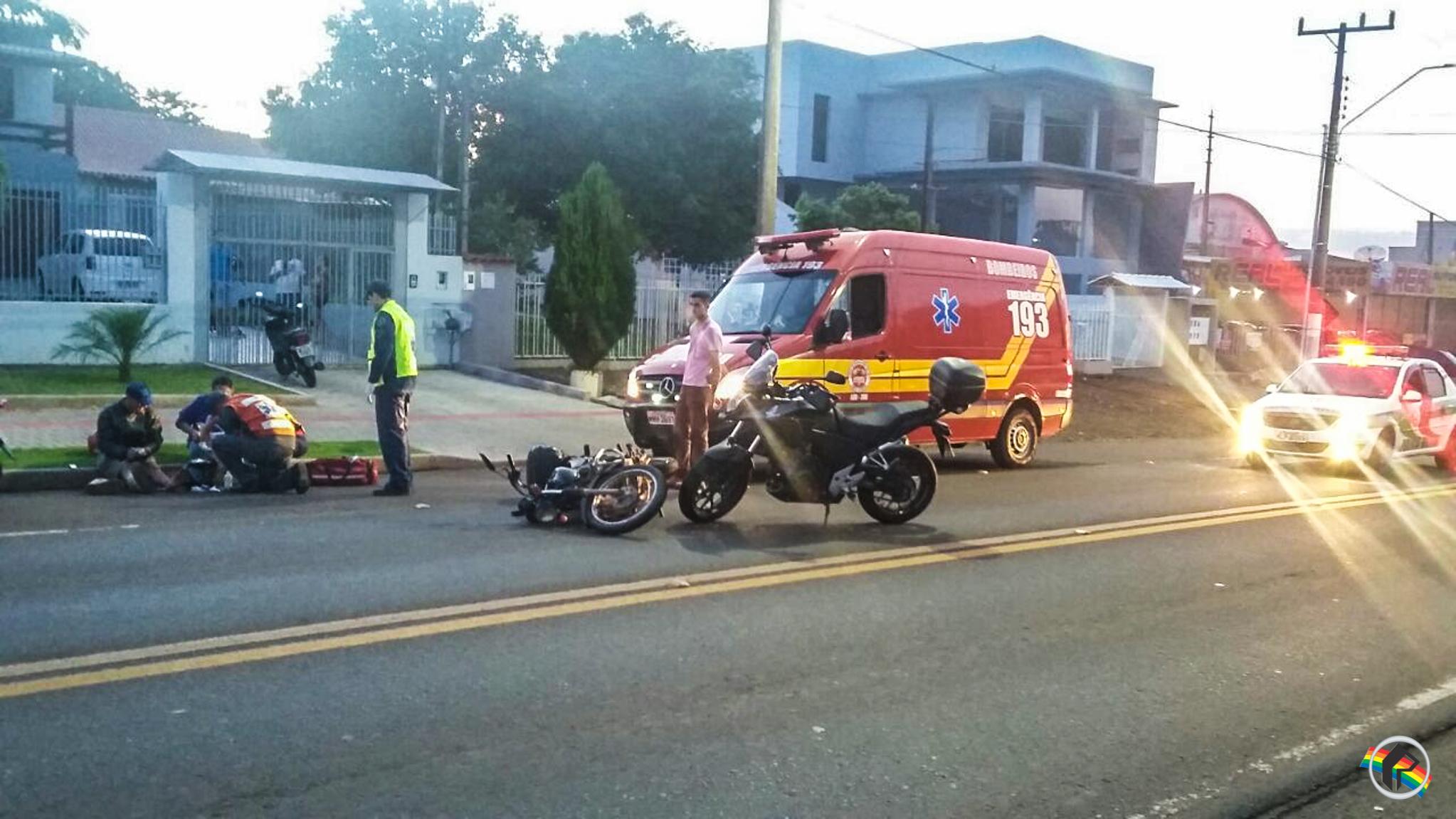 Acidente envolve três motos na Waldemar Rangrab em São Miguel do Oeste