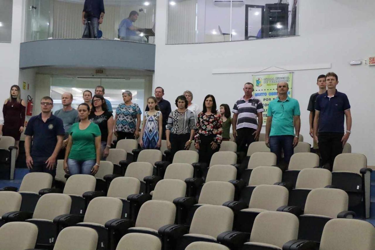 Câmara de Veradores realiza sessão solene em homenagem à funcionários públicos