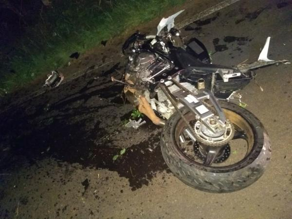 Jovem morre em saída de pista e colisão em árvore na SC 283