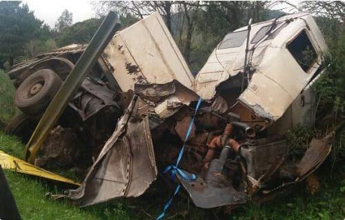 Carreta de Palma Sola fica destruída em acidente na BR-153