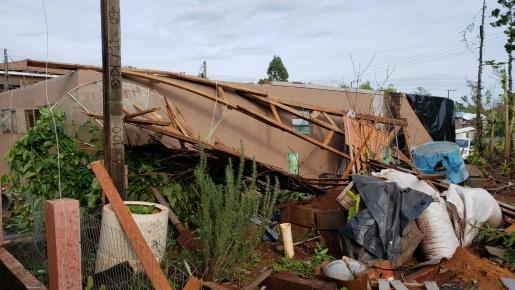 Vídeo: Comunidade se mobiliza para limpeza de estragos causados pelo temporal em Belmonte