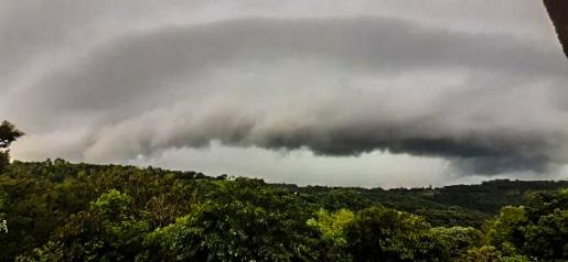 Nuvem 'Shelf cloud' chama atenção em São Miguel do Oeste