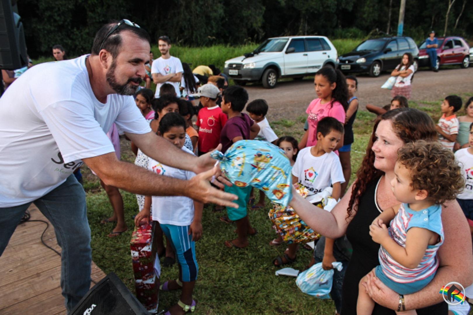 Projeto Semear OBPC entrega brinquedos para crianças do Vila Nova II