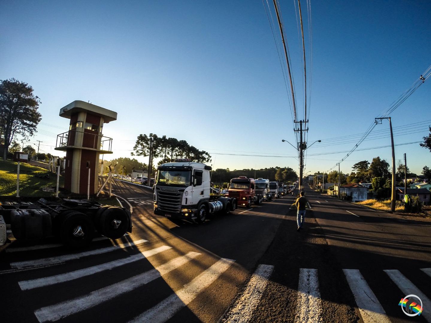 VÍDEO: Manifestantes realizam carreata pela Wiily Barth em São Miguel do Oeste