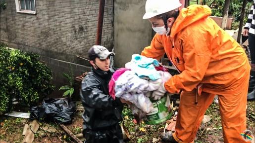 VÍDEO: Durante tornado, casa desaba sobre família em Descanso