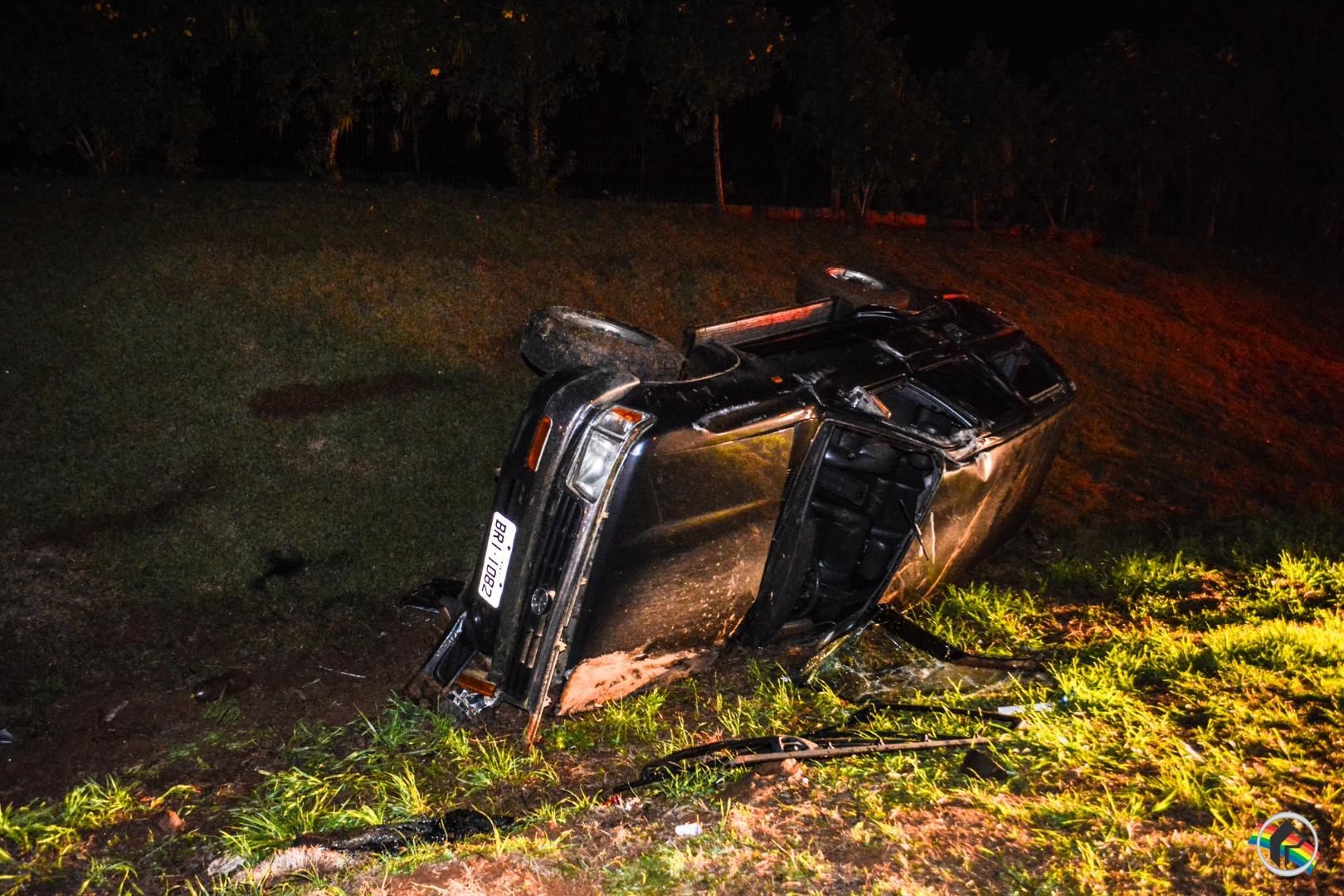 Capotamento deixa condutor ferido em São Miguel do Oeste