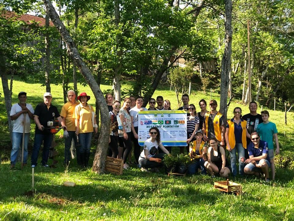 Leo Clube promove a Campanha Mega Tree Plantation