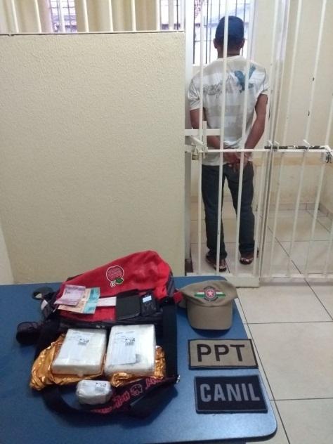 Homem é preso transportando mais de 1kg de cocaína