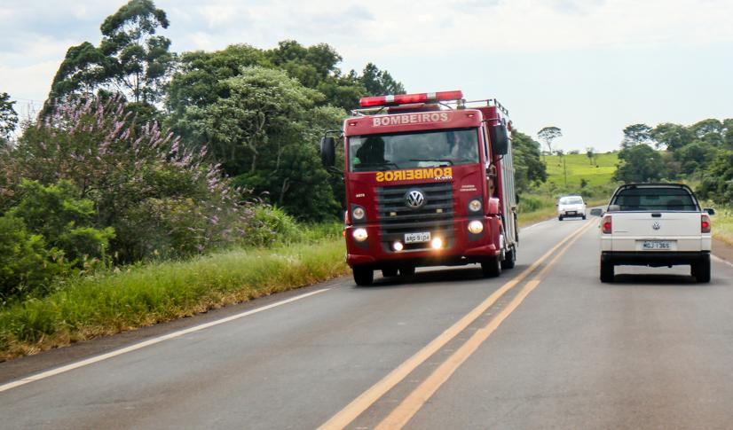 Ônibus e caminhão se envolvem em acidente no Trevo de Idamar