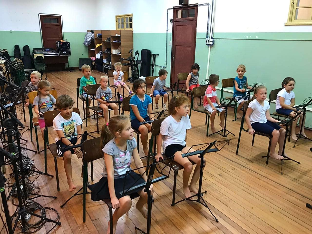 Escola de música da Orquestra de Violões inicia aulas com mais de 170 estudantes