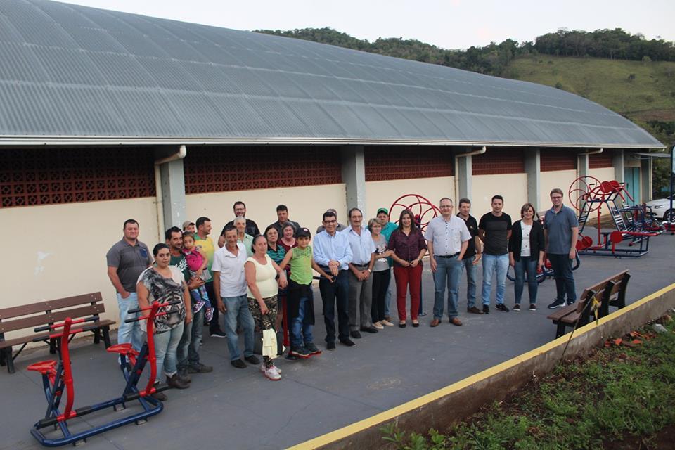 Administração anuncia reforma de salão comunitário e inaugura academia ao ar livre