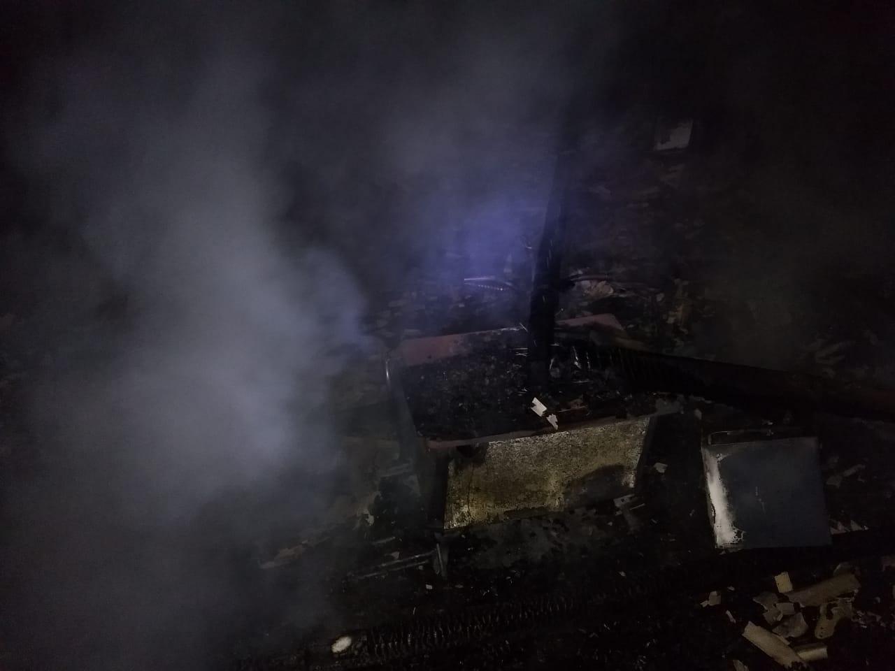 Incêndio destrói casa e duas motos em Pinhalzinho