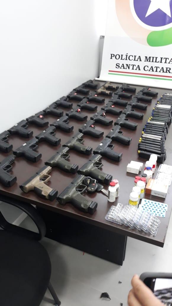 Polícia Militar apreende 36 pistolas e 70 carregadores em Chapecó