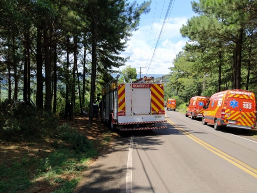 Mulher morre e três pessoas ficam feridas em grave acidente no Oeste