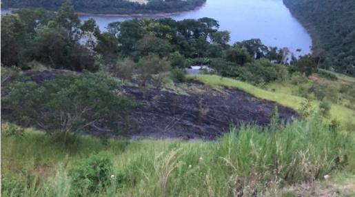 Bombeiros de Itapiranga combatem incêndio em vegetação