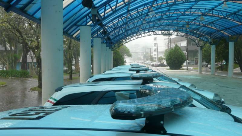 Secretário entrega viaturas para Policias Militar e Civil na região