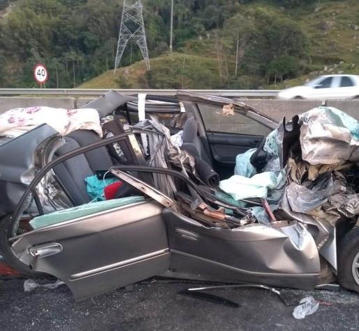 Mulher fica gravemente ferida em acidente na BR-101