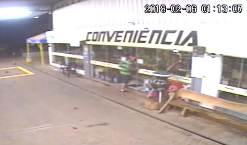Loja de conveniência de posto em São José do Cedro é alvo de ladrões