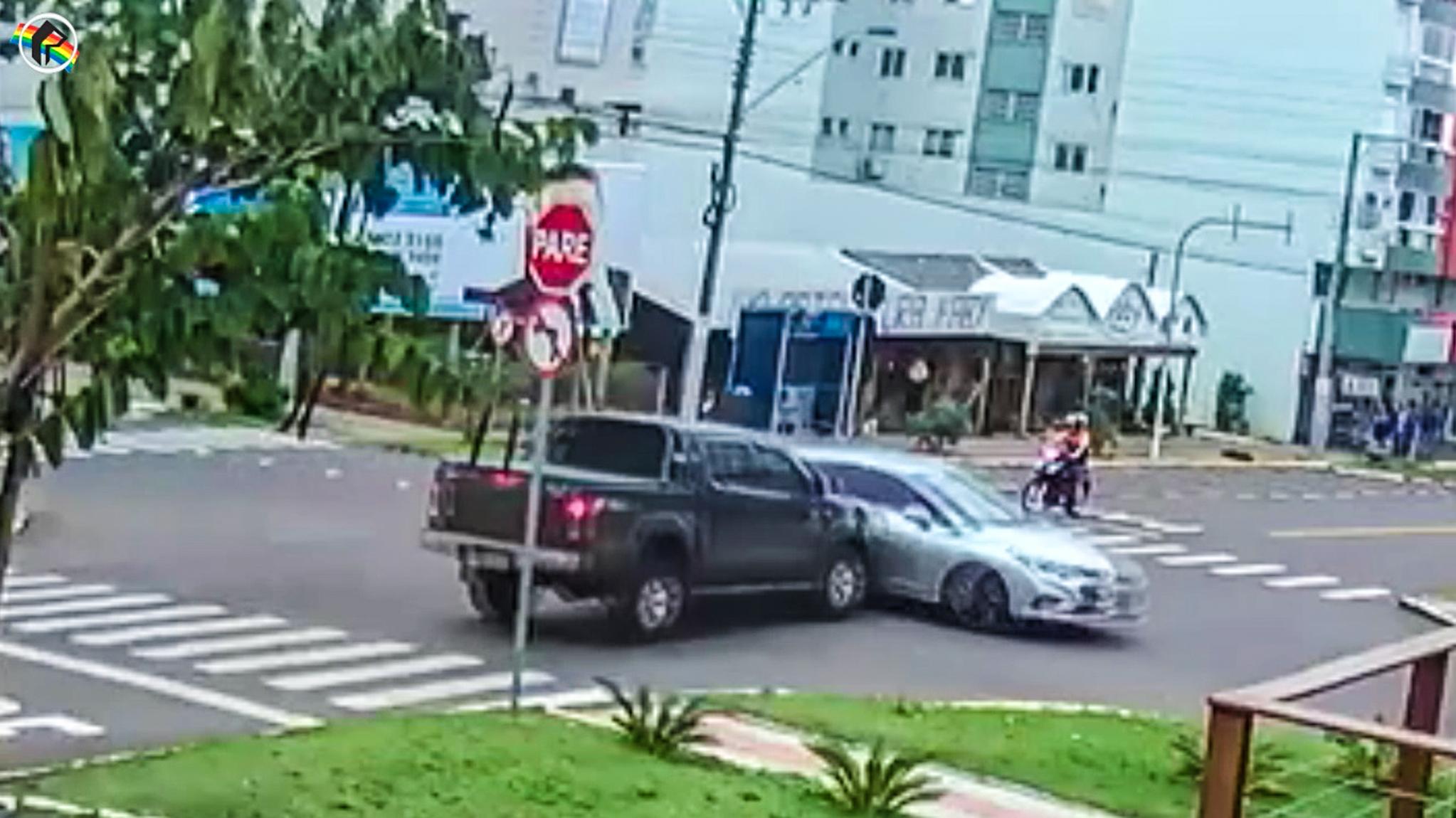 VÍDEO: Câmera registra acidente no centro de São Miguel do Oeste