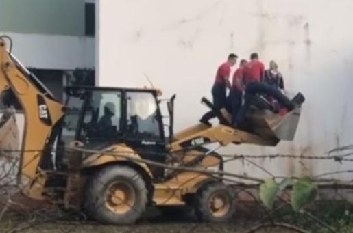 Morre catarinense que pesava 200 kg e precisou ser transportado por retroescavadeira ao hospital