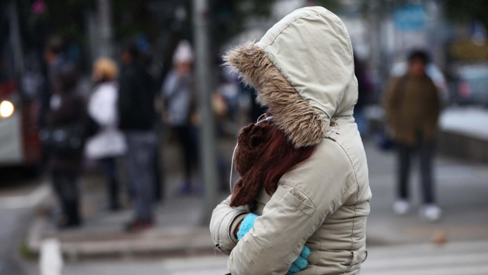 Temperaturas devem cair com passagem de frente fria pela região