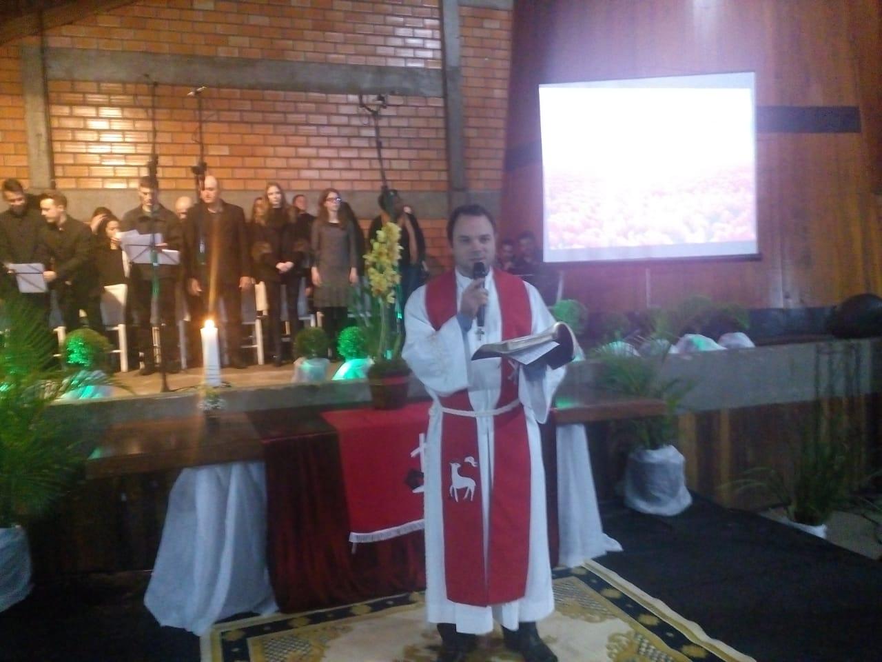 Instalação de pastor luterano reúne grande público