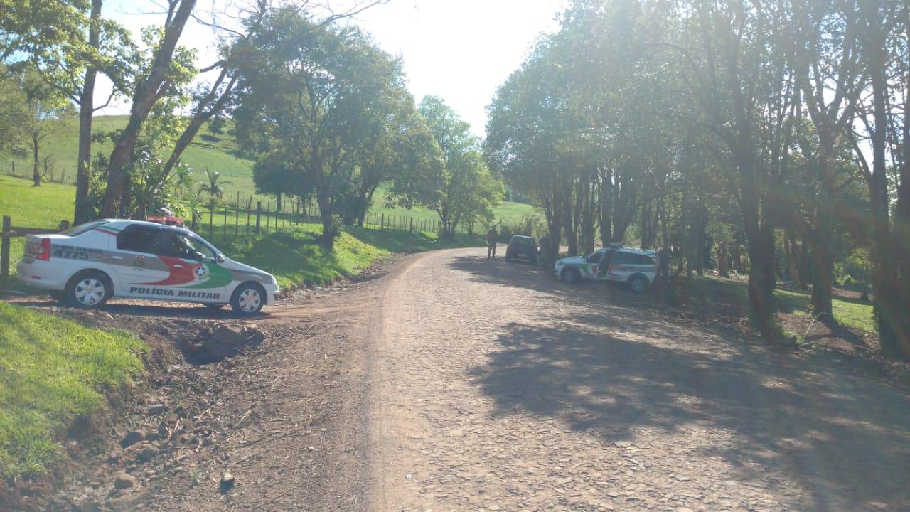 """Carro é removido durante operação """"Segurança na Fronteira"""" em Iporã do Oeste"""