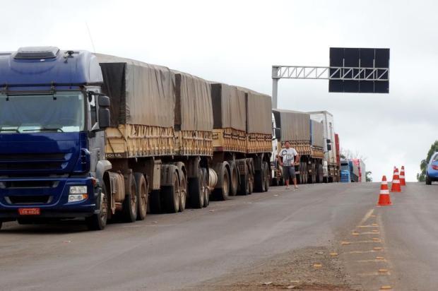 Caminhoneiros se mobilizam para aderir à paralisação nacional