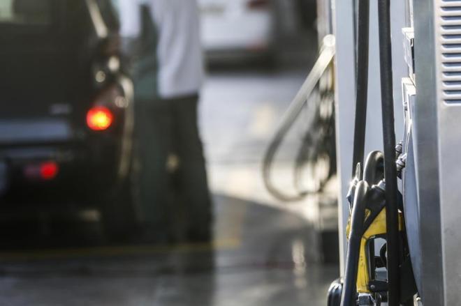 Redução no preço da gasolina pode não chegar aos consumidores
