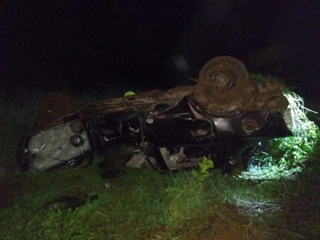 Capotamento deixa quatro feridos na BR-158