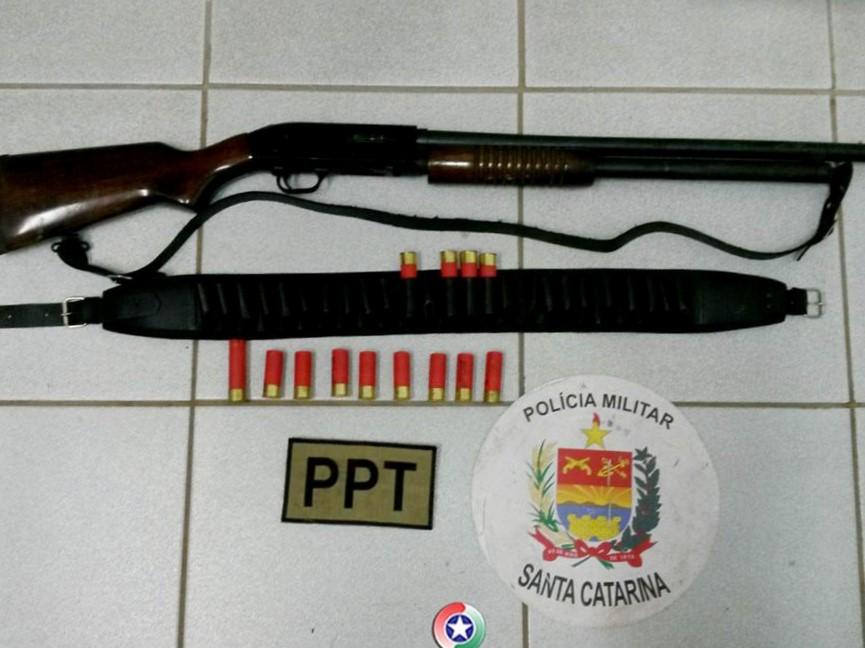 Homem é preso depois de ameaçar e atirar contra casa de parentes