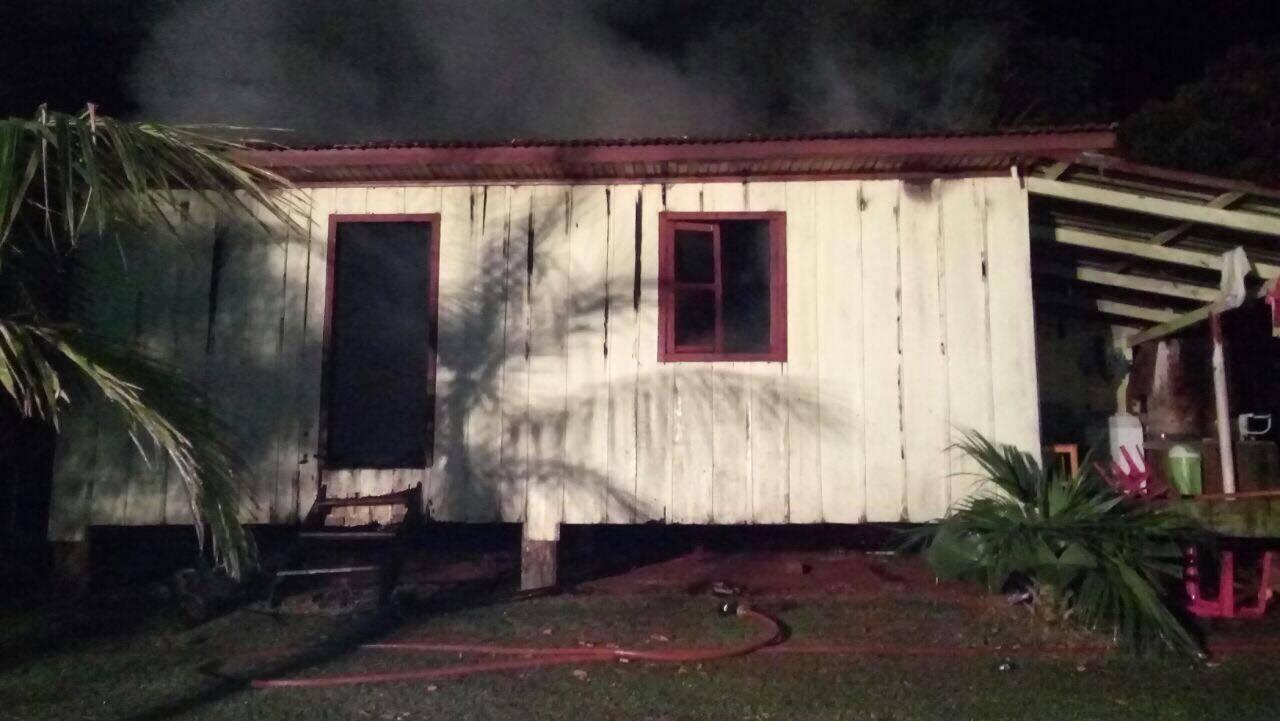 Incêndio que destruiu casa no interior pode ter sido criminoso