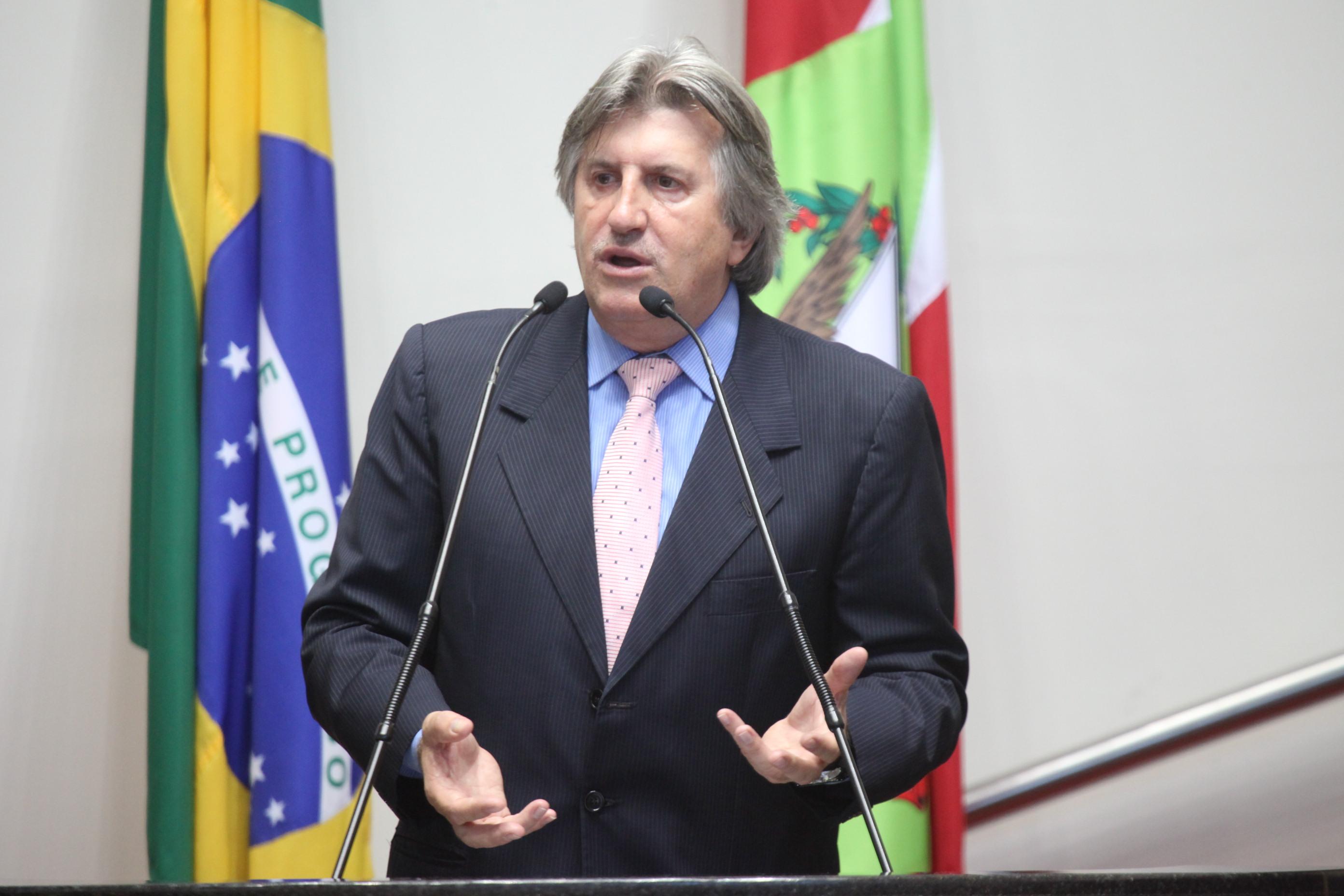 Deputado Leonel Pavan é internado em estado grave após sofrer AVC