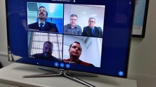 Tudo pronto para iniciar audiências com presos por videoconferência em Chapecó