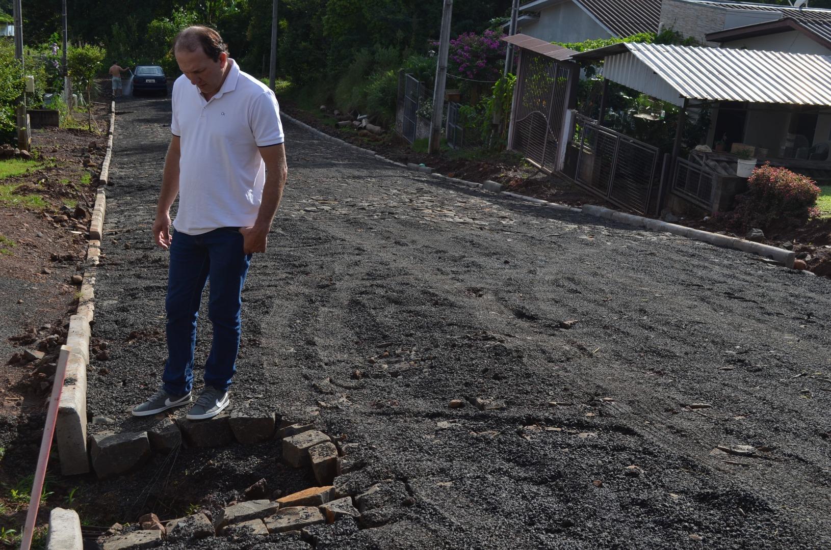 Prefeito em exercício de Guaraciaba realiza visitas em obras do município