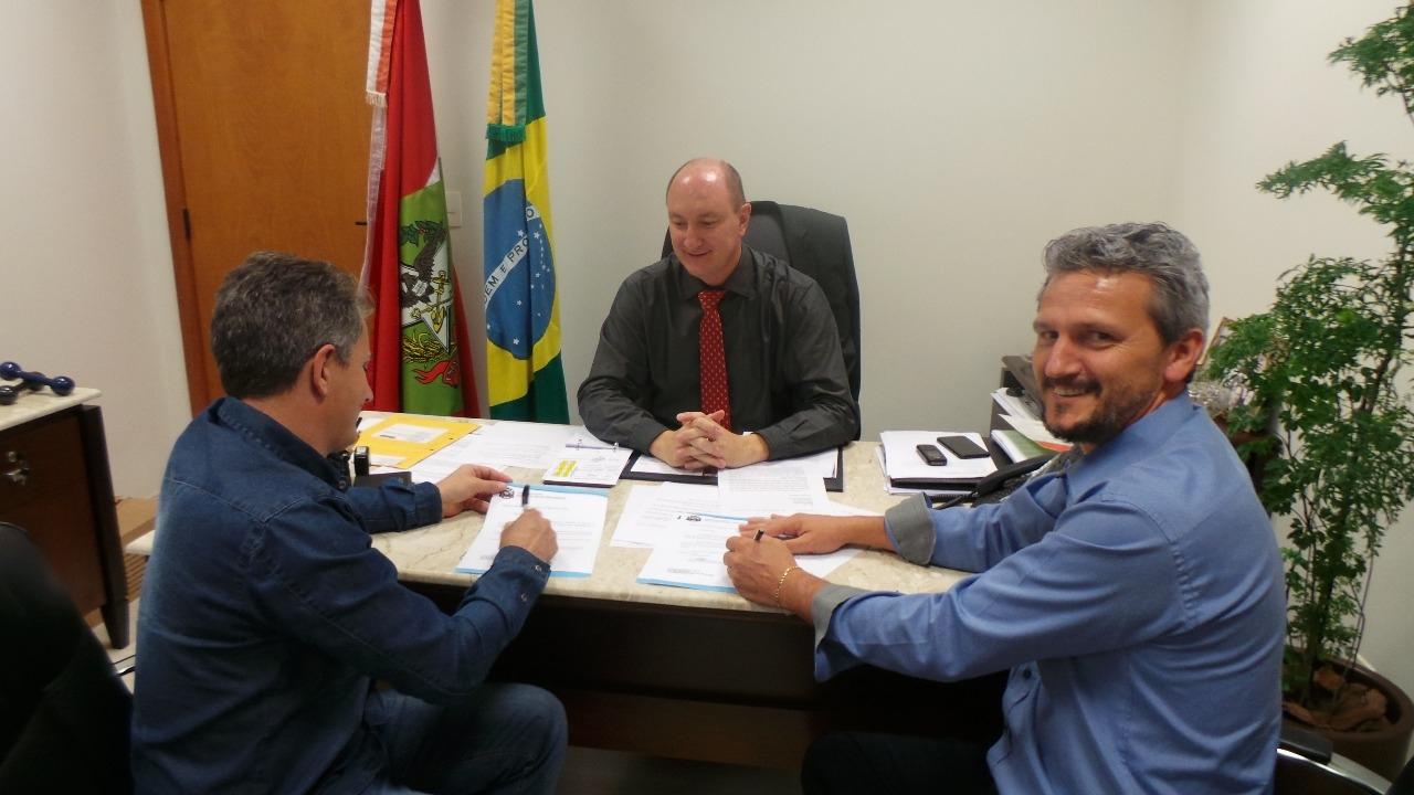 Prefeito participa de Seminário Internacional em Florianópolis