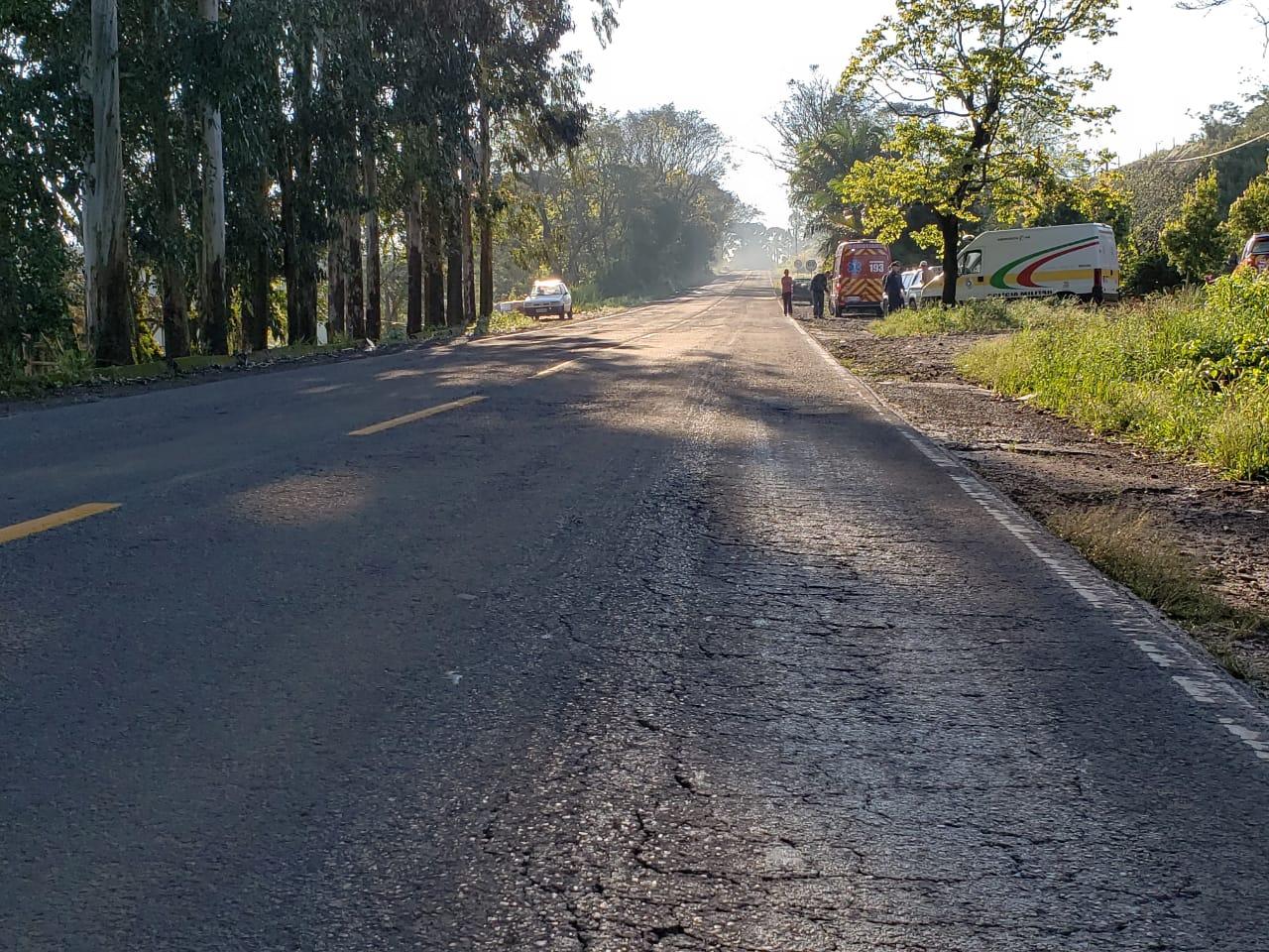 Viatura dos bombeiros é atingida durante atendimento a ciclista ferido em colisão com moto na SC 163