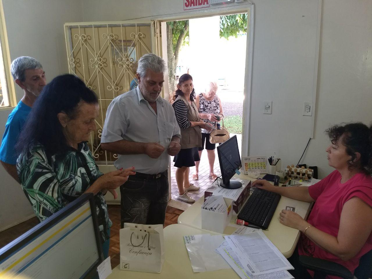 Sala de vacinas amplia atendimento para imunização contra gripe
