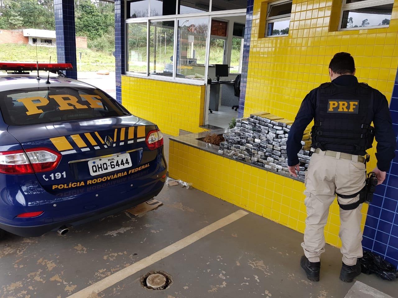 PRF apreende mais de 120 kg de maconha na BR-282 em Pinhalzinho