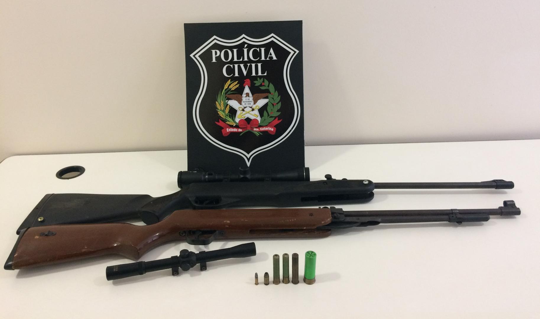 Homem é preso com armas após criança levar munição para escola