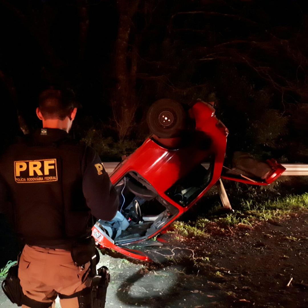 Colisão seguida de capotamento envolve dois motoristas alcoolizados na BR-282