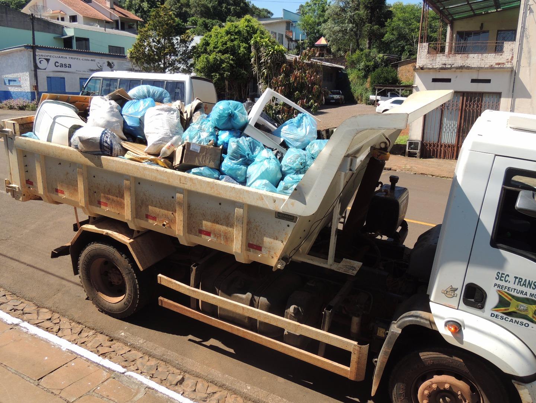 Mutirão contra a dengue recolhe duas caçambas de lixo em Descanso