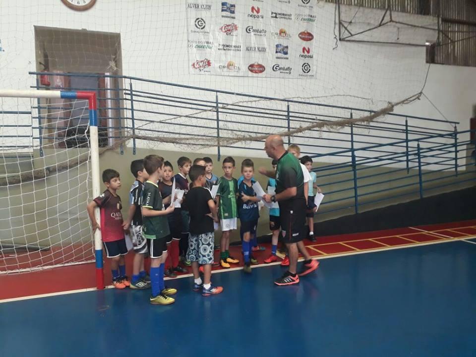 Treinamentos nas escolinhas de futsal e voleibol são retomados em Guaraciaba