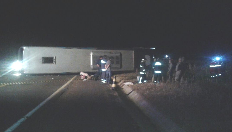 Acidente envolvendo três veículos mata oito pessoas no Paraná