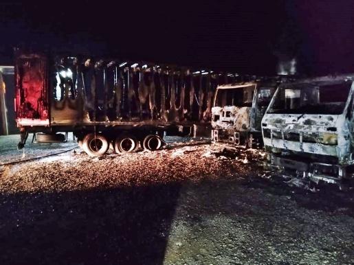 Incêndio destrói três caminhões em Itapiranga