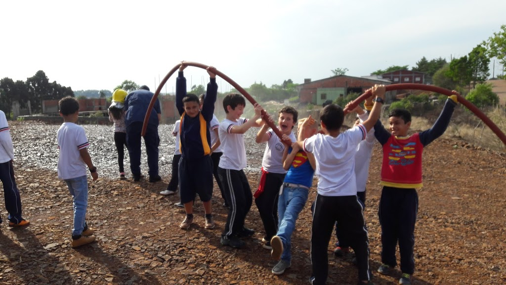 Bombeiros recebem alunos em comemoração ao Dia da Criança