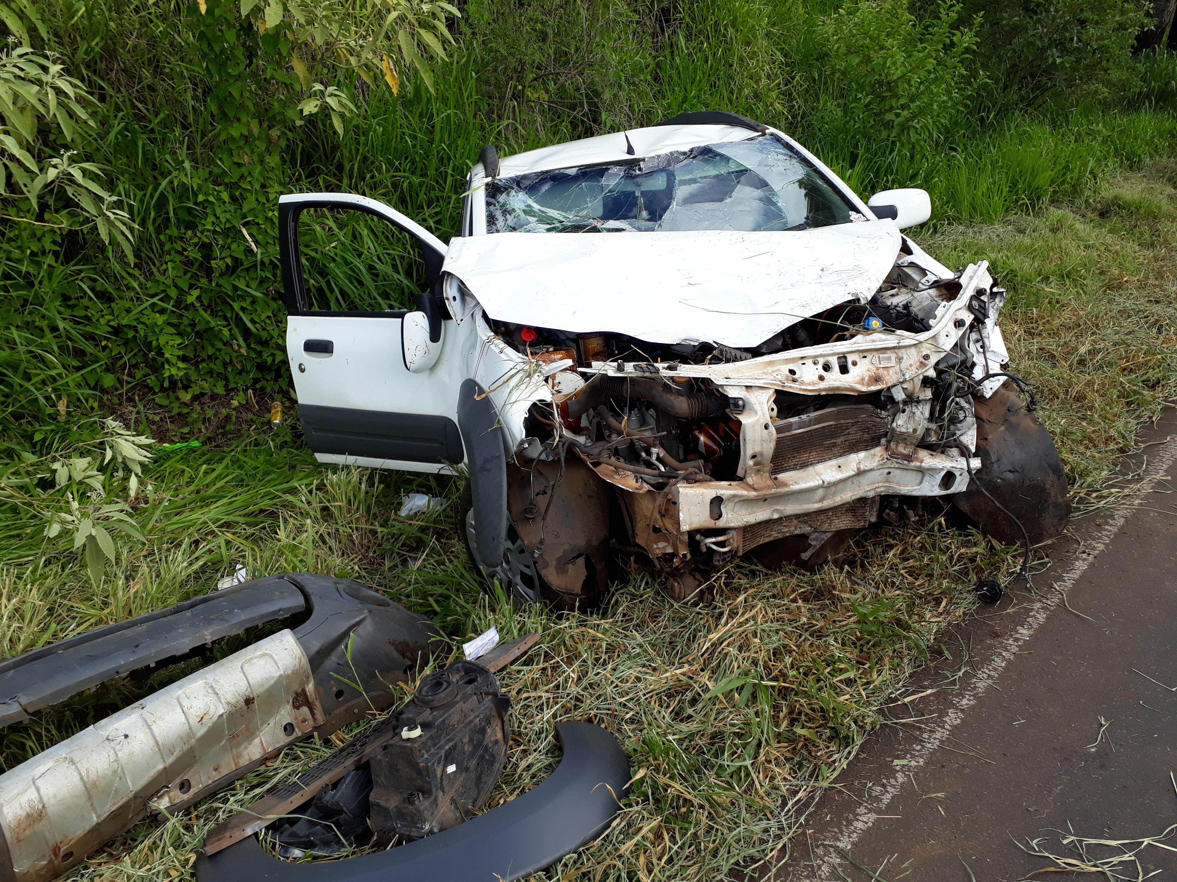 Populares socorrem vítima de acidente na SC 283 em Palmitos